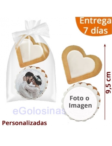 2 GALLETAS BODA CORAZON BLANCO Y FOTO person